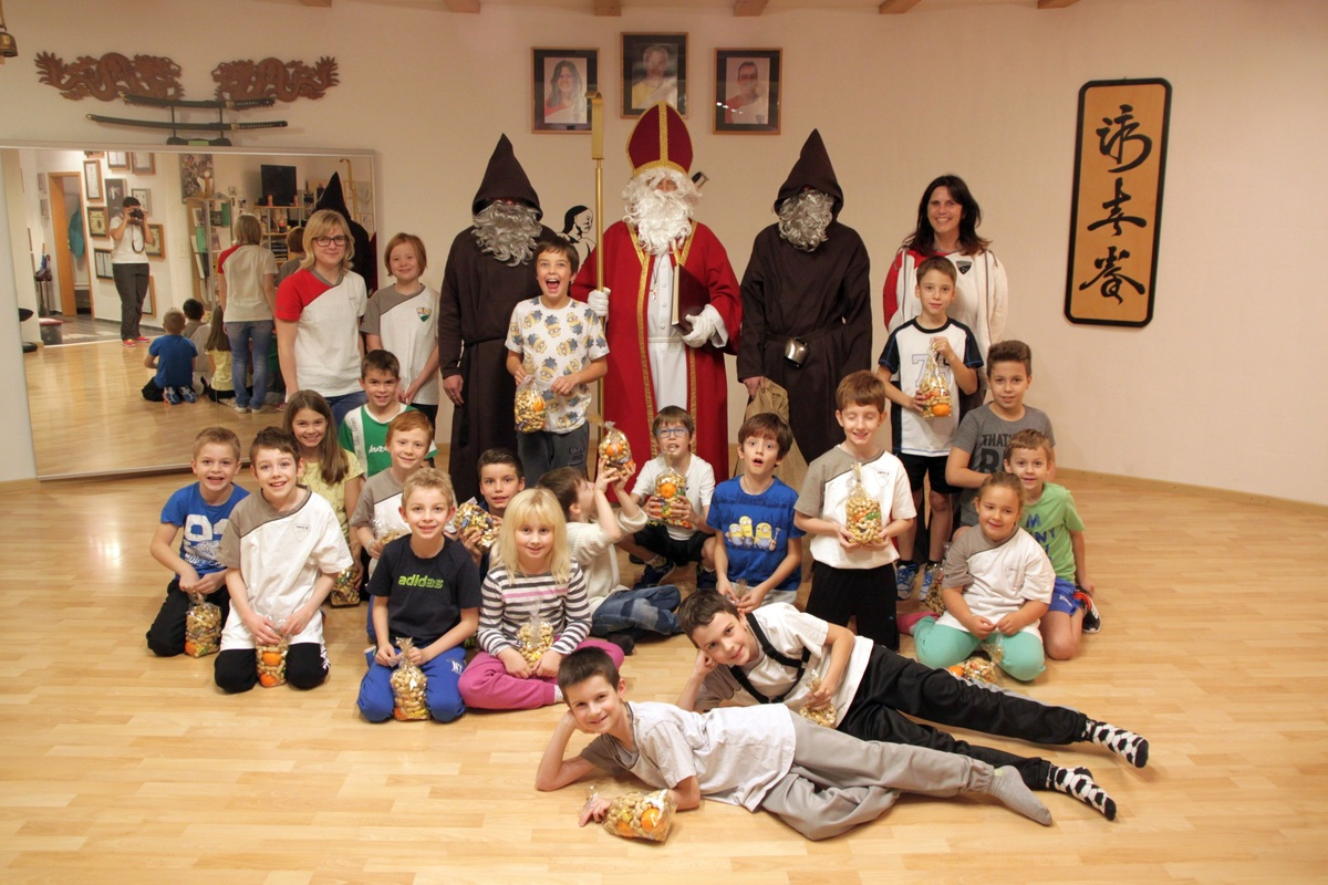 /uploads/attachment/file/3286/Samichlaus-Gruppenfoto.JPG